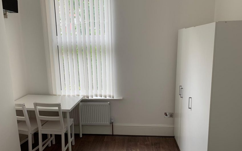 Fantastic fully refurbished room to share London Great Location