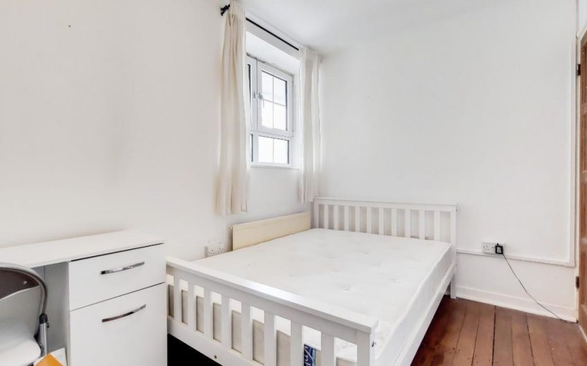 spacious 4 bedroom flat situated in the heart of Bethnal Green | 4 bedroom flat to rent
