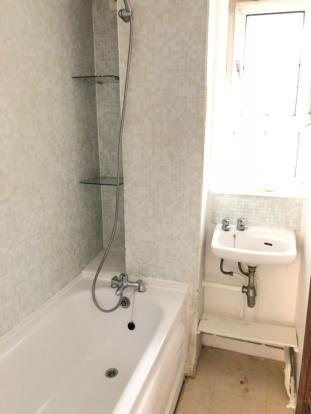 Spacious 4 bedroom flat to rent situated in the heart of Bethnal Green