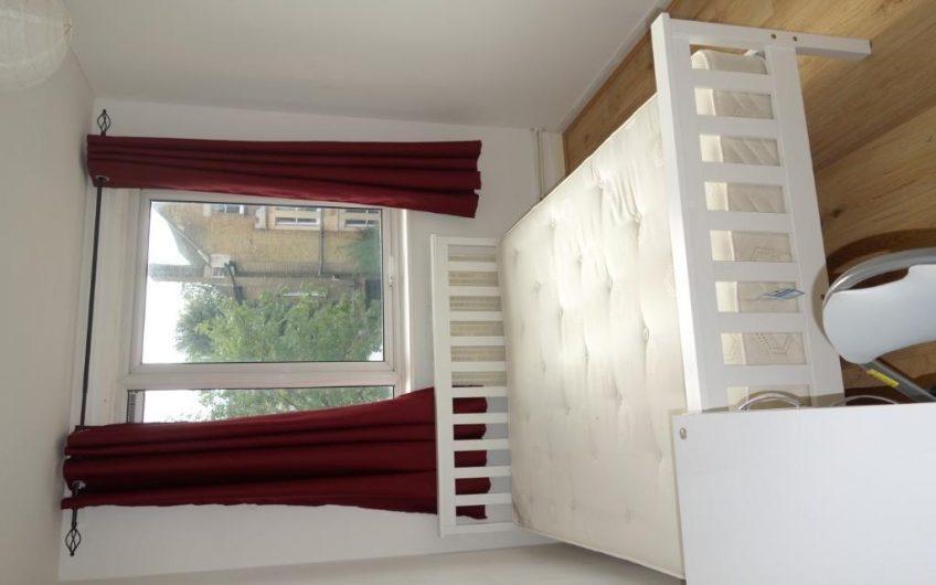 Spacious 4 bedroom maisonette to rent Guerin Square, London