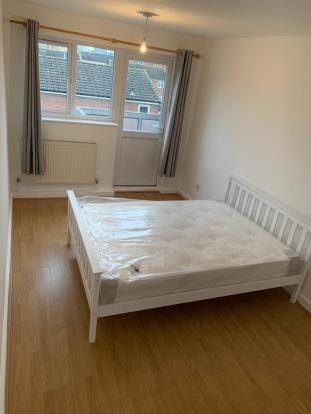 Fantastic newly refurbished 3 Spacious Double Bedrooms flat for rent in Bow