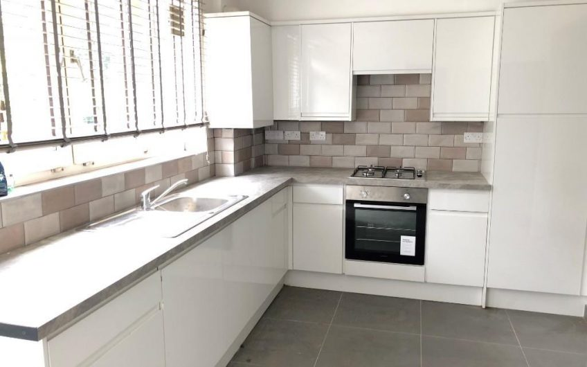 Spacious 4 double bedroom maisonette flat to rent in Haggerston, E2.