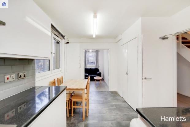 Fantastic refurbished 3 bedroom flat to rent in roman road London