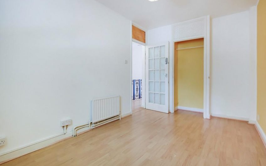 Spacious 3 bedroom maisonette with a large lounge to rent