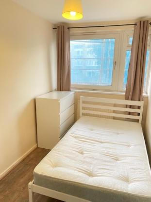 Fantastic newly refurbished single room in an amazingly friendly flatshare – No bills to pay*