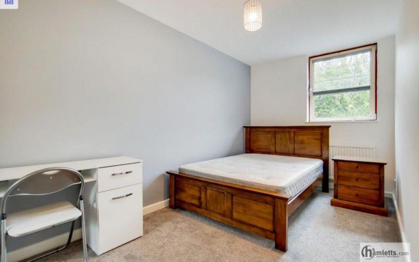 3 spacious bedrooms flat to rent (en suite to the master bedroom)