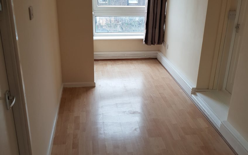 Spacious newly refurbished double room in a friendly flatshare to rent – NO BILLS TO PAY* (subject to usage)