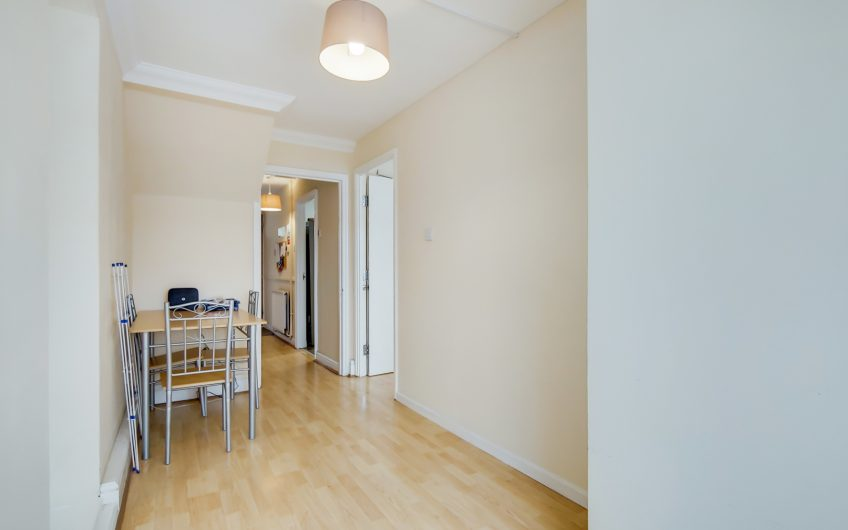 Newly refurbished 4 bed flat with a separate lounge. Fantastic location minutes from Bow road DLR and Mile End Tube station. Ideal for students at Queen Mary's University.