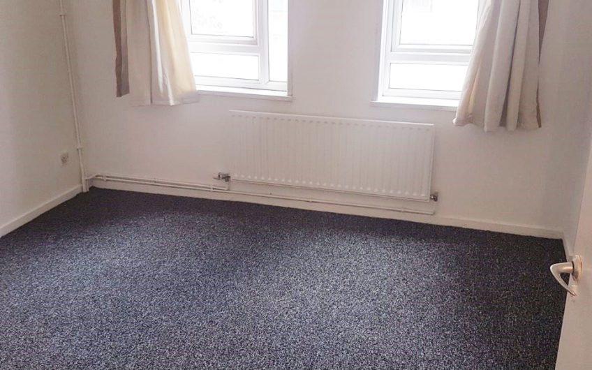Fantastic 4 Spacious Bedrooms flat to rent   4 bedroom flat to rent in Aldgate East