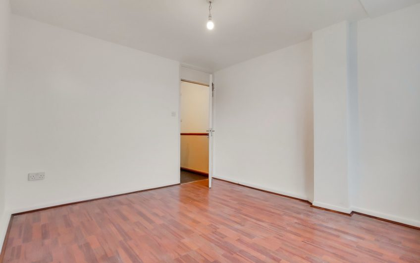 3 bedroom maisonette (With Lounge) high standard, great transport links, and available fully furnished/unfurnished