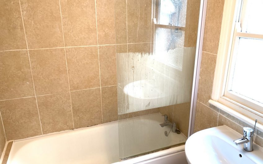 Spacious newly refurbished single room in a friendly flatshare to rent – NO BILLS TO PAY* (subject to usage)