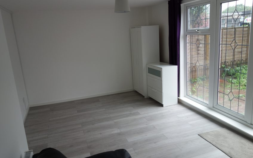 Newly refurbished London share a room in an amazingly friendly flatshare