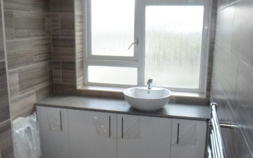 Fantastic newly spacious refurbished 4 Bedroom Flat – Fully Furnished – No Lounge – Available Now!
